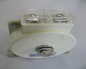 AKH-0.66 M8型实心电流互感器