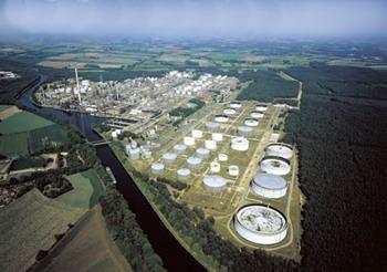 图尔克公司IM34温度转换器的紧凑设计和易于安装的特点令英国石油公司林根炼油厂的Holger Nitschke印象深刻