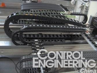 易格斯实验室中对光缆进行耐久测试在拖链中无故障运行了60000千米行程