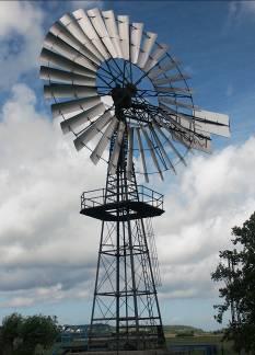 希腊罗德港内的风车 - 做成转子旋翼的布已被卷起